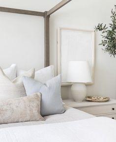 Home Bedroom, Modern Bedroom, Bedroom Ideas, Neutral Bedroom Decor, Master Bedroom, Serene Bedroom, Deco Design, Home Interior Design, Interior Livingroom