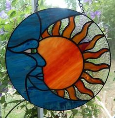 Stained Glass Suncatchers, Stained Glass Projects, Stained Glass Patterns, Stained Glass Flowers, Stained Glass Art, Mosaic Glass, Hanging Stained Glass, Glass Vase, Glass Artwork