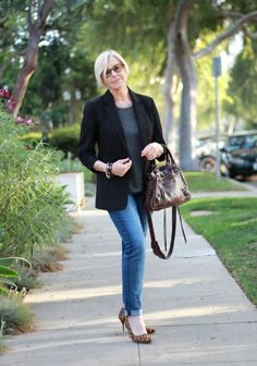 French Chic - Une Femme d'un Certain Age - Casual Wear for Women Over 40