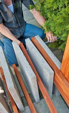 Beton-Gartenbank: Schritt 9 von 13 Mehr (How To Build A Shed On Concrete) Concrete Garden Bench, Wooden Garden Benches, Garden Seating, Outside Benches, Diy Bench, Building A Shed, Backyard Landscaping, Landscaping Ideas, Garden Furniture