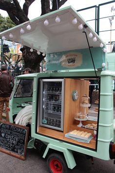 Food Cart Design, Food Truck Design, Cafe Shop Design, Cafe Interior Design, Foodtrucks Ideas, Coffee Food Truck, Mobile Coffee Shop, Style Salon, Small Coffee Shop