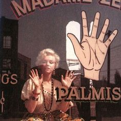 Marilyn Monroe photographed by Milton Greene at the Fox lot in April 1956 Marilyn Monroe Fotos, Talk To The Hand, Milton Greene, David Lynch, Norma Jeane, Toronto Wedding, Family Goals, Photos Du, Dashboards