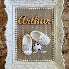 Pin on Artes Pin on Artes Baby Shower Deco, Baby Shower Vintage, Diy Shadow Box, Yarn Dolls, Diy And Crafts, Paper Crafts, Baby Frame, Diy Candles, Box Frames