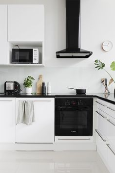 Love the gorgeous kitchen of 👌🏻The must-have Menu Bottle Grinders are available online 💫 . Kitchen Dining, Kitchen Decor, Kitchen Ideas, Minimalist Kitchen, Scandinavian Home, Cool Kitchens, Sweet Home, Decoration, Design