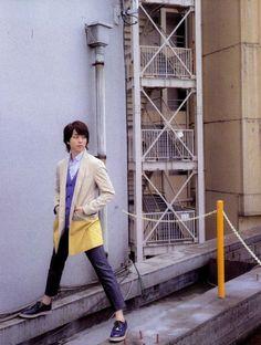Sakurai Sho 櫻井 翔 Ivy Club, Ninomiya Kazunari, Korean Men, In This World, Barefoot, Boy Bands, Jimin, Idol, Actors