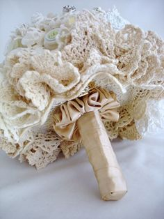 Simply stunning: Bridal Bouquet with Crochet Doily underskirt!