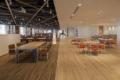 写真 Student Lounge, Office Lounge, Underground Building, Ceiling Plan, Corporate Office Design, Workspace Design, Office Lighting, Co Working, Library Design