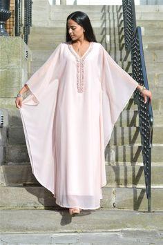 gandoura African Print Fashion, African Fashion Dresses, African Dress, Style Caftan, Caftan Dress, Abaya Fashion, Muslim Fashion, Steampunk Fashion, Gothic Fashion