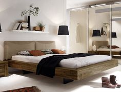rustikales bett mit praktischem stauraum bett. Black Bedroom Furniture Sets. Home Design Ideas