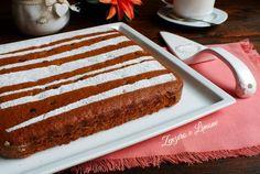 La torta 5 minuti è un dolce da credenza perfetto per una sana colazione e una gustosa merenda. Cronometratevi. Forse ci metterete anche meno tempo.