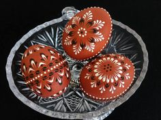 Traditional Polish Easter Eggs, Set of 3 Decorated Brown Chicken Eggs, Polish Drop Pull Pysanky, Wax Embossed Eggs Easter Crafts, Holiday Crafts, Chicken Egg Colors, Eastern Eggs, Polish Easter, Egg Shell Art, Egg Art, Egg Decorating, Pointillism