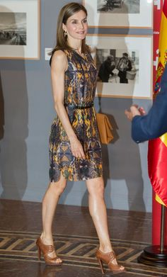 Spanish Queen Letizia at the annual meeting of the directors of the Cervantes Institute in Madrid on Wednesday July 2016 Love Fashion, Autumn Fashion, Womens Fashion, Summer Wear For Ladies, Mode Outfits, Fashion Outfits, Vestidos Zara, Family Picture Outfits, Queen Letizia