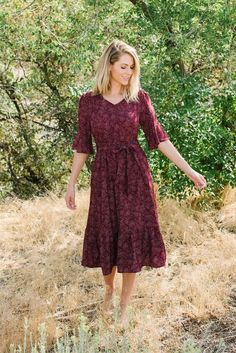 Izzy flouncy fit and flare midi dress in burgundy - Sotofa Tutorial and Ideas Casual Dresses, Dresses For Work, Summer Dresses, Maxi Dresses, Casual Midi Dress, Elegant Dresses, Cute Modest Outfits, Modest Dresses For Women, Floral Dress Outfits