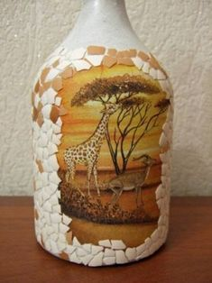 How to decoupage egg shells in glass bottle? Here you can see the illustrated work step by step with Liquor Bottle Crafts, Wine Bottle Art, Painted Wine Bottles, Diy Bottle, Vodka Bottle, Eggshell Mosaic, Egg Shell Art, Wine Bottle Centerpieces, Bottle Decorations