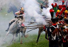 RECREACIÓN HISTÓRICA de la batalla de Borodino en 1812 entre Rusia y el ejército invasor francés durante las celebraciones del aniversario en la región de Moscú, Rusia. Es también conocida como la batalla del río Moscova, y fue la mayor y más...