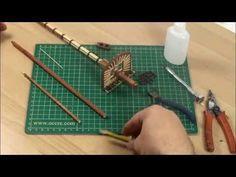 Tema 16. Elaboración de los mástiles. Siguiendo los dibujos de los planos, daremos a las varillas la forma de mástil e iremos colocando los aparejos en las v...