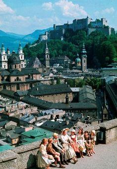 Julie Andrews y varios Von Trapp en La Novicia Rebelde (The Sound of Music, 1965), dirigida por Robert Wise