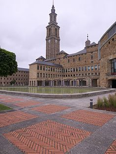 La Universidad Laboral de Gijón se encuentra situada en el municipio de Gijón (Asturias, España), concretamente en la parroquia de Cabueñes, a poco más de tres kilómetros del centro urbano. Construida entre 1946 y 1956, es la obra arquitectónica más importante realizada en el siglo XX en Asturias y es considerada, con sus 270 000 m², el edificio más grande de España.