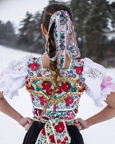 Slovenskej kráse ani zima nevadí #praveslovenske od @roma_nettka @c.z.immer Folk Costume, Costumes, Fashion Art, Womens Fashion, My Heritage, World Cultures, Folklore, Traditional Outfits, Floral Tops