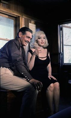 """Marilyn Monroe and Clark Gable on the set of """"The Misfits"""" (1960)"""