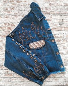 Painted Denim Jacket, Painted Jeans, Painted Clothes, Casual Winter Outfits, New Outfits, Custom Clothes, Diy Clothes, Jean Diy, Tie Dye Jackets