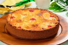 Video of Pineapple Cake with Cherries- Video de Pastel Volteado de Piña con Cerezas If you want to spend an afternoon with your friends this idea is perfect. It is a delicious vanilla cake with caramelized pineapple. Mexican Food Recipes, Sweet Recipes, Cake Recipes, Dessert Recipes, Köstliche Desserts, Delicious Desserts, Yummy Food, Pan Dulce, Patisserie Sans Gluten