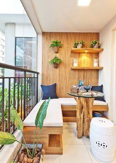 Der Balkon   Unser Kleines Wohnzimmer Im Sommer Mit Ecksitzbank Und  Holzwandverkleidung