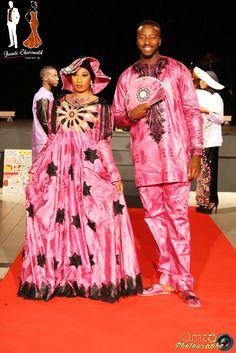 De magnifiques tenues de couples ! #rose #couples #fêtes #mariages #getzner #bazin Styliste / Créatrice : Takine Camara @beautyCharismatik