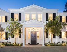 Former NFL lineman and Live! With Kelly and Michael host Michael Strahan just snagged this impressive mansion. Michael Strahan, Exterior Design, Interior And Exterior, Celebrity Houses, Facade House, Residential Architecture, Estate Homes, Cozy House, My Dream Home