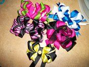 hair bows, if ya wanna order any hairbows let me know