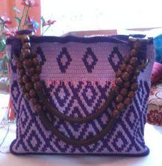 Crochet Bag Saik Kalamai With Minangnese motif.  Policery yarn, tulip gold no 3  Intarsia crochet