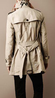 Collar detail = Drool. Burberry Trenchcoat, Burberry Outfit, Burberry Scarf, Trench Coat Outfit, Trench Coat Men, Man Coat, Moda Formal, Burberry Brit Men, Raincoat Jacket