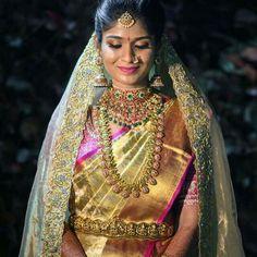 Bridal Silk Saree, Saree Wedding, Silk Sarees, Gold Wedding Jewelry, Bridal Jewelry, Gold Jewelry, Jewelery, Indian Jewellery Design, Jewelry Design