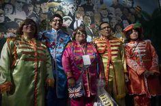 293 personas se congregan para emular a la icónica banda inglesa The Beatles. Foto: Xinhua
