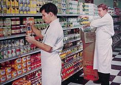 vintage grocery store at night - Bing images Vintage Ads, Vintage Shops, Vintage Food, Vintage Kitchen, Variety Store, Retro Recipes, Thats The Way, The Good Old Days, Courses