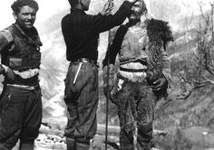 Antropologu i Harvardit Carleton S. Coon (1904 –1981) duke kryer matje në Shqipërinë veriore. Coon i studioi shqiptarët mes viteve 1920 dhe 1930.