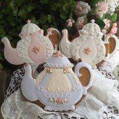 #gingerbread #decoratedcookies #royalicingcookies #customcookies #designercookies #teapotcookies