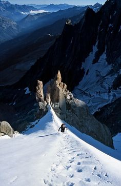 Am Frendo-Pfeiler, Chamonix. This is going to be me after my wilderness course! Alpine Climbing, Ice Climbing, Mountain Climbing, Places To Travel, Places To Visit, Chamonix Mont Blanc, Photos Voyages, Parkour, Mountaineering