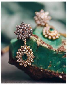 Bridal Jewelry Vintage, Gold Wedding Jewelry, Gold Jewelry Simple, Gold Jewellery, Jewelry Design Earrings, Gold Earrings Designs, Beaded Jewelry, Diamond Earrings, Drop Earrings