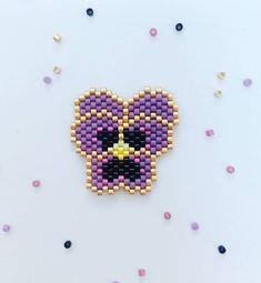Mignonne petite pensée  pas convaincue au début de ce violet mais j aime…