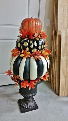 Hand Painted Pumpkin Topiary for Fall and Halloween – Cute DIY Projects Autumn Decorating, Pumpkin Decorating, Decorating Ideas, Thanksgiving Decorations, Halloween Decorations, Fall Decorations, Halloween Displays, Diy Decoration, Thanksgiving Ideas