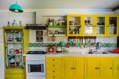 Love the tile! Kitchen Colors, Kitchen Decor, Bohemian Kitchen, Deco Retro, Cozy House, Vintage Kitchen, House Colors, Home Kitchens, Kitchen Remodel