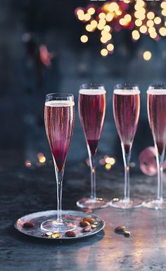 With a kick of sloe gin to warm you up, our 'Heartwarmer' is a beautiful cocktail to celebrate with friends over Christmas and New Year. This is a wonderful Champagne cocktail with a real kick from the sloe gin. Winter Cocktails, Christmas Cocktails, Holiday Cocktails, Christmas Gin, Christmas Drinks Alcohol, New Years Cocktails, Christmas Cocktail Party, Cocktail Fruit, Champagne Cocktail