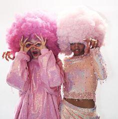 Fashion Art, Retro Fashion, Wig Party, Pink Wig, Afro Wigs, Afro Hair, Disco Party, Disco Theme Parties, Studio 54