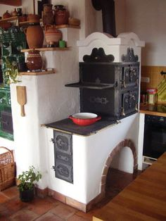Hungarian old stove coking baking and give warm in home Hungary Alter Herd, Old Stove, Built In Ovens, Kitchen Stove, Cob House Kitchen, Stove Fireplace, Rocket Stoves, Natural Building, Home Kitchens