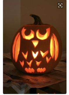 Today, there are various ideas about how to creatively design a pumpkin. What a good idea for pumpkin carving. There are many halloween pumpkin ideas that you could come across online and I'm here in order to provide you a little few examples. Printable Halloween, Theme Halloween, Holidays Halloween, Halloween Pumpkins, Halloween Crafts, Easy Pumpkin Carving, Pumpkin Art, Cute Pumpkin, Pumpkin Ideas