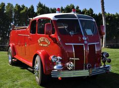 A beautiful 1941 Kenworth Engine (bodywork by United Fire Engine Corporation ), once operated by the Beverly Hills,CA (USA) FD. Only 5 vehicles with this bodywork design were ever built it seems!