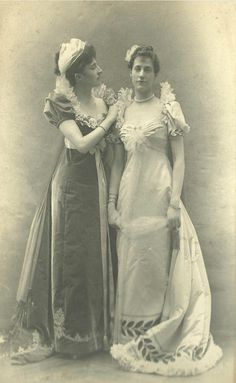 Mrs. Francis C. (Miss Susan R. Willing) Lawrence Jr. and her sister, Mrs. John Jacob (Miss Ava Lowle Willing) Astor.  Mr. Francis C. Lawrence Jr.  Miss Susan Willing were married 3 Nov 1899 at Trinity Church in Newport, RI. Mr. John Jacob Astor IV gave the bride away.