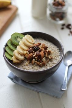 Mon quinoa pudding petit déjeuner еда, завтрак et картины. Breakfast And Brunch, Detox Breakfast, Breakfast On The Go, Breakfast Cake, Breakfast Recipes, Quinoa Pudding, Quinoa Porridge, Whole Foods Market, Healthy Cooking