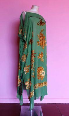 RARE 1920s green silk and golden devoré dress with gold lamé   Etsy Green Silk, Green Velvet, Sundress Pattern, Gold Lame, Pretty Patterns, Wiggle Dress, Rose Dress, Pink Satin, Lingerie Set